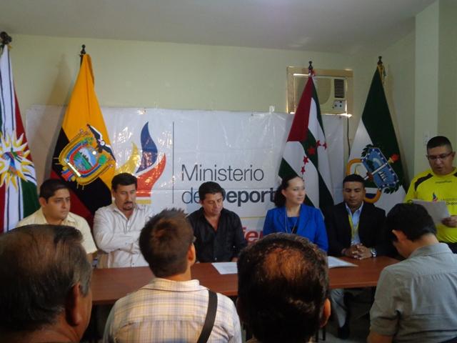 La entrega de nombramientos, Ministerio del Deporte Zona 4 en Portoviejo.