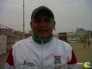 Julio Pineda profesor de voleibol